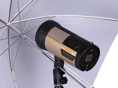 Nice n-flash with reflective umbrella