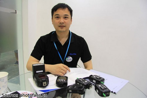 Phottix GM Wang Yunyi with the Zeus flashgun, Atlas II trigger and Odin TTL trigger for Sony (via photofans.cn)
