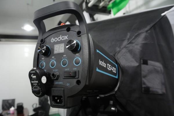 Godox QS-400 with FT-16 wireless receiver