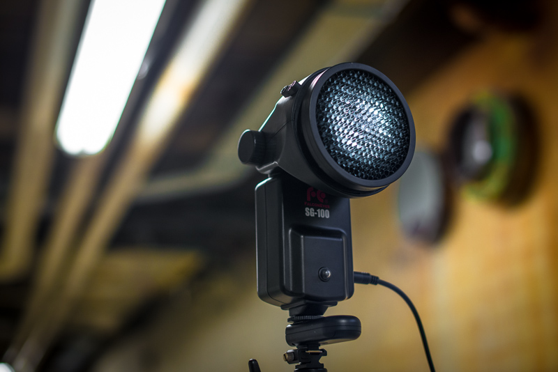 Falcon Eyes SG-100BK review - a big flash at a little price