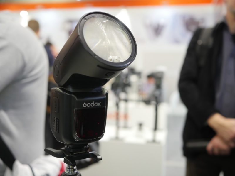 Godox round-headed lithium flash