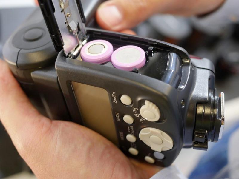 Batteries in the Yongnuo Speedlite YN560Li