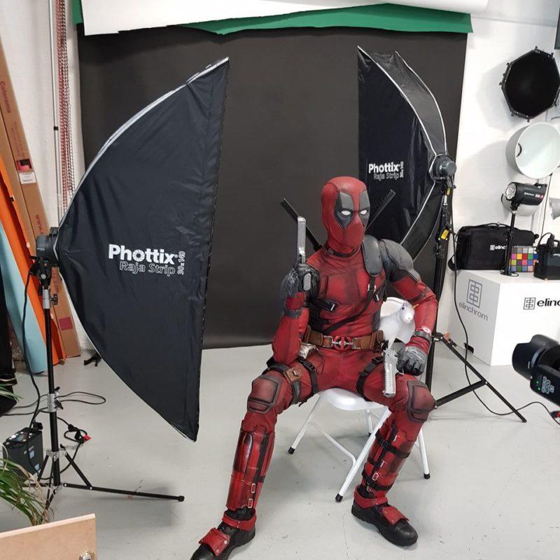 Deadpool cosplay: behind the scenes lighting setup