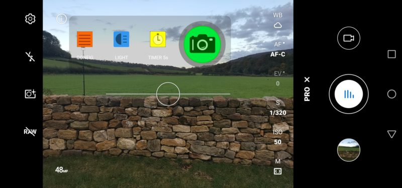Screenshot of CPFlash overlay over Honor camera app